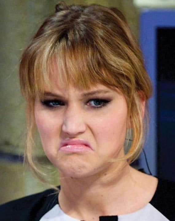 28 Pics of Awkward Celebrities Facial Expression Captured At Right Time -22