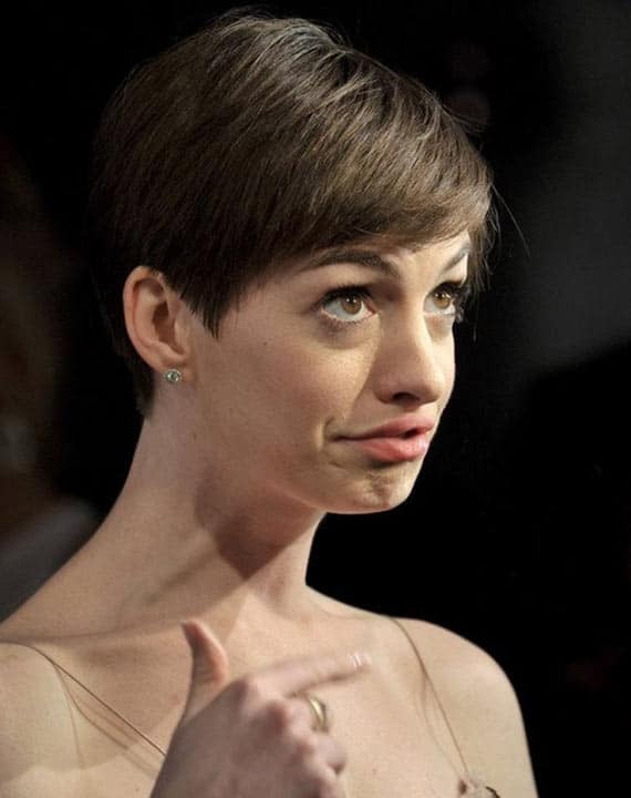 28 Pics of Awkward Celebrities Facial Expression Captured At Right Time -28