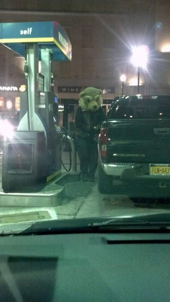 Meanwhile Funny Awkward Moments At Gas Station - 39 Photos -05