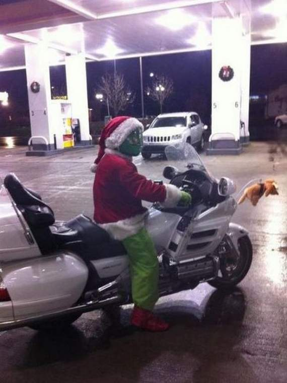 Meanwhile Funny Awkward Moments At Gas Station - 39 Photos -28