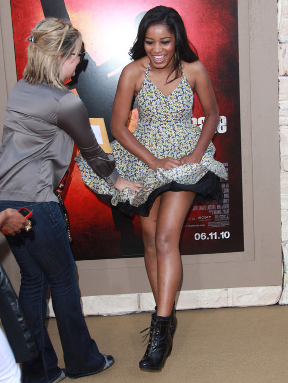 18 Pics of Celebrity Awkward Moments Captured In Public At Perfect Time -04