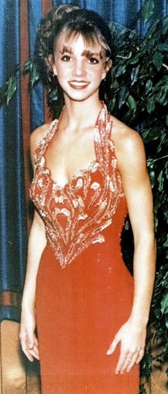 37 Pics of Unseen Celebs From Their High School Prom -04