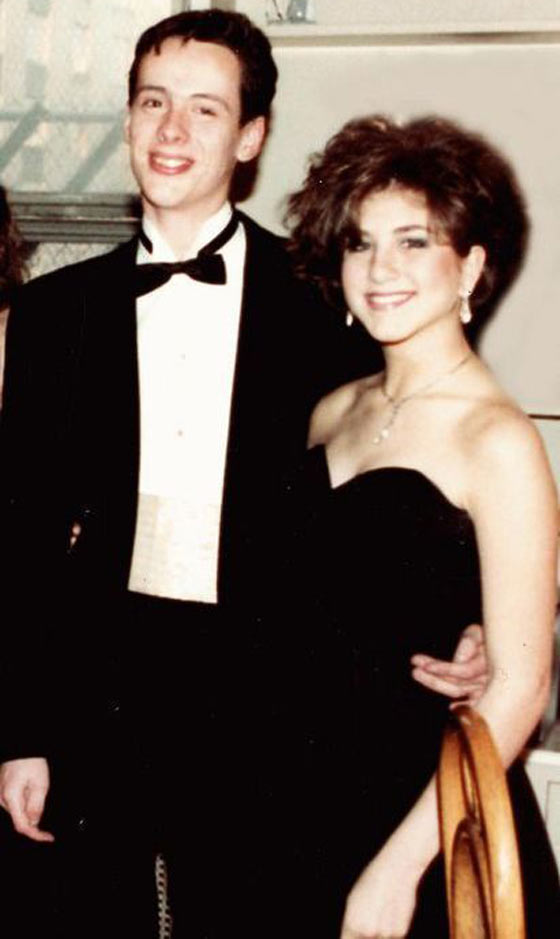37 Pics of Unseen Celebs From Their High School Prom -06