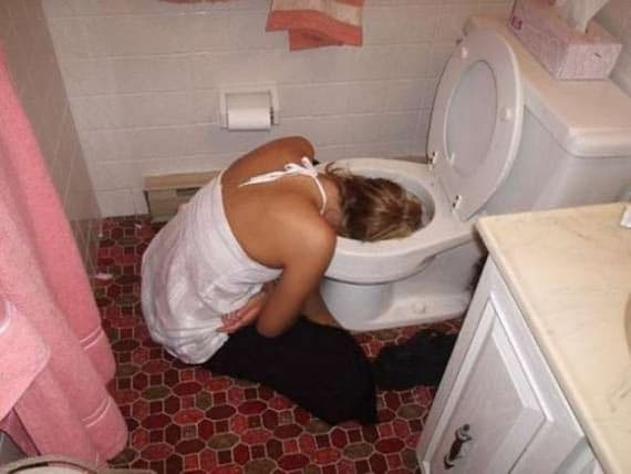 18 Crazy Drunk Girls Captured In Shocking Funny Moments -01