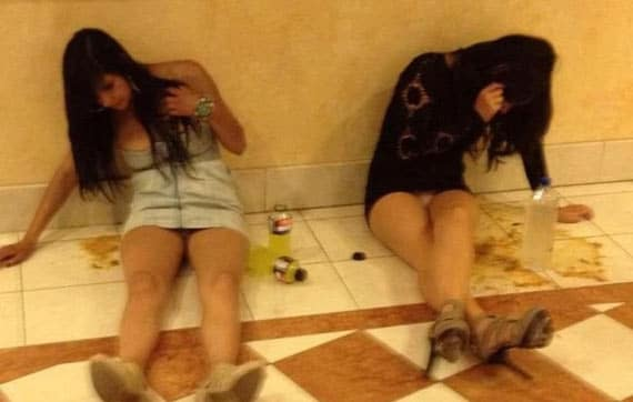 18 Crazy Drunk Girls Captured In Shocking Funny Moments -03