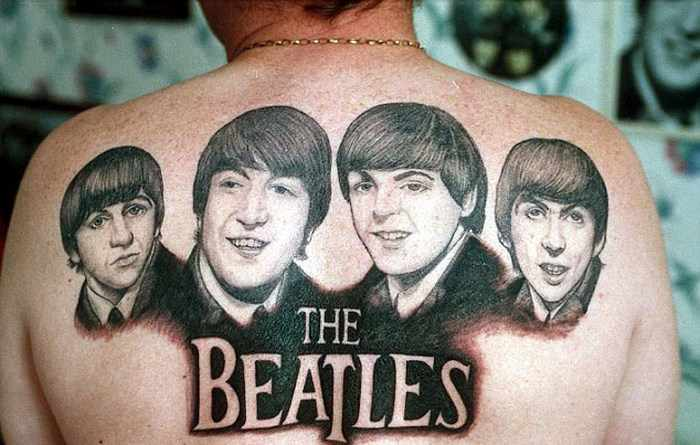 25 Pics Of Crazy Fans with Celebrity Tattoos -02