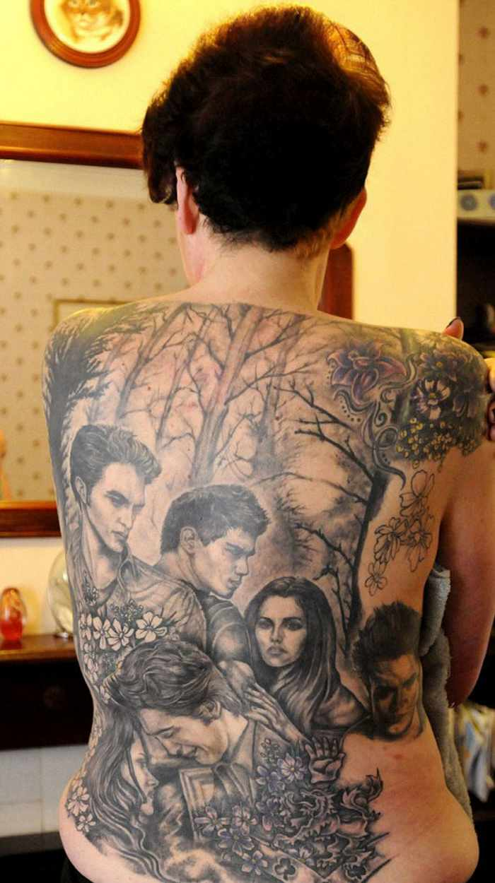 25 Pics Of Crazy Fans with Celebrity Tattoos -03