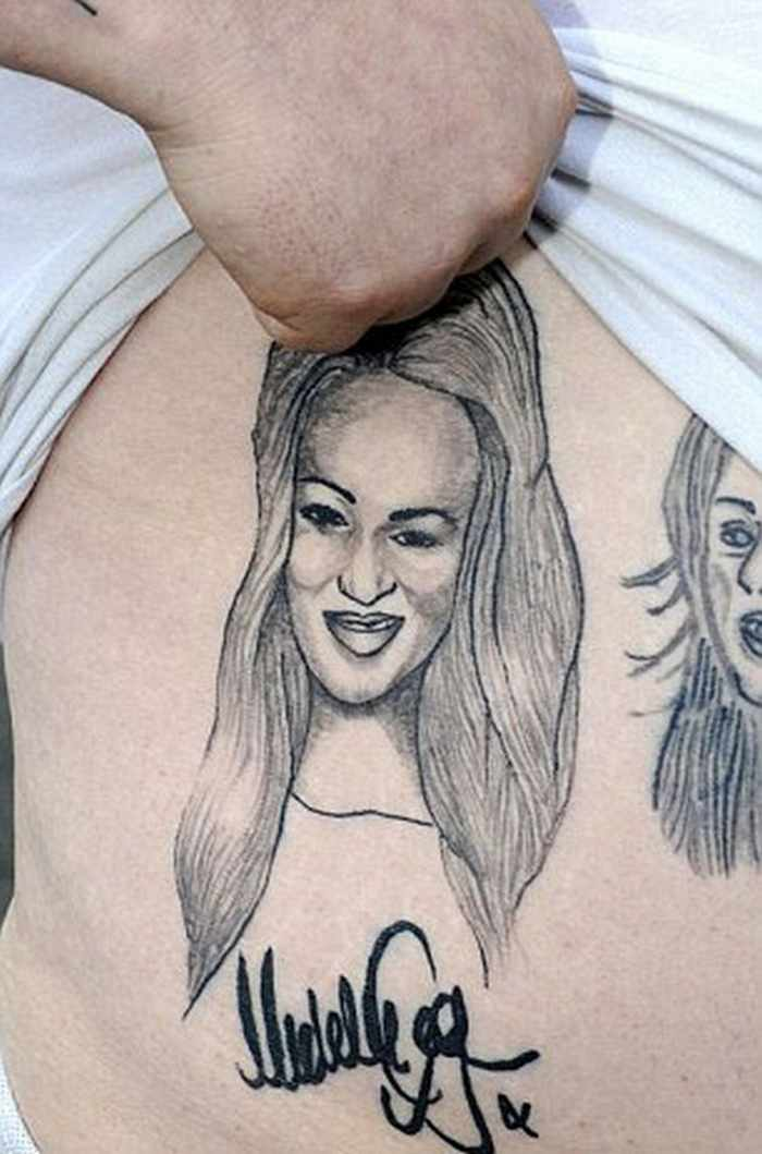 25 Pics Of Crazy Fans with Celebrity Tattoos -05