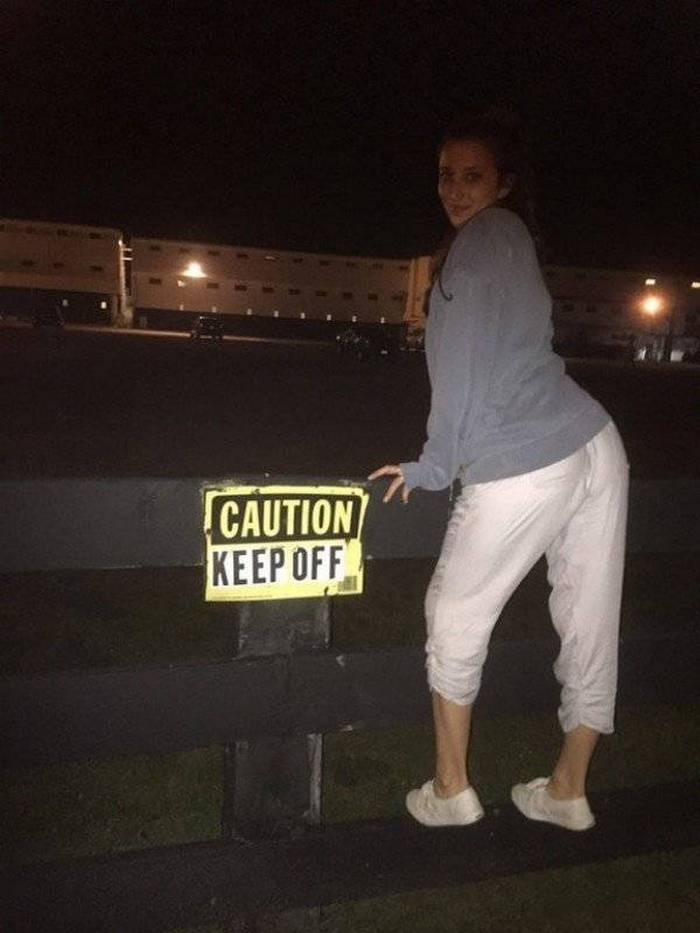 41 Ridiculous People That Don't Care About Rules-20