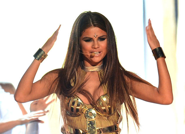 20 Pics of Selena Gomez's Sizzling Performance at Billboard Music Awards -01