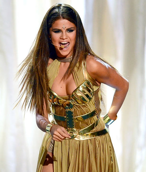20 Pics of Selena Gomez's Sizzling Performance at Billboard Music Awards -02
