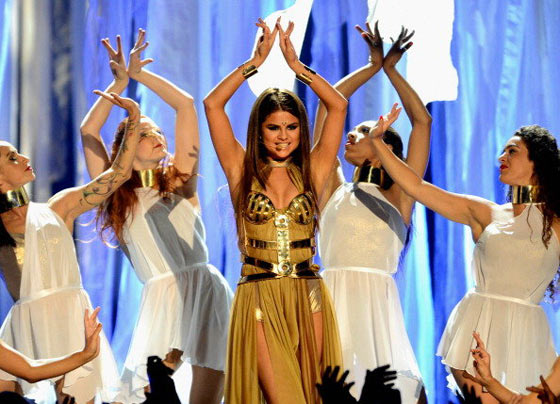 20 Pics of Selena Gomez's Sizzling Performance at Billboard Music Awards -03