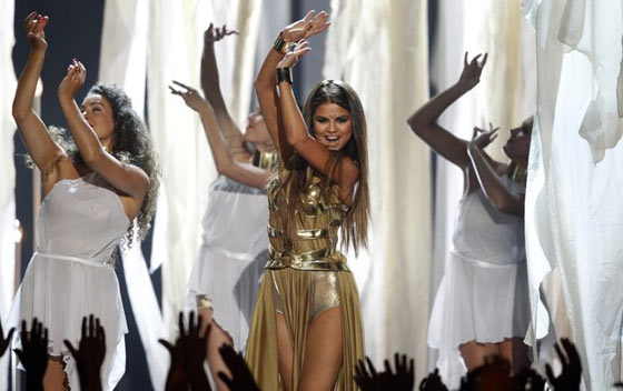 20 Pics of Selena Gomez's Sizzling Performance at Billboard Music Awards -04