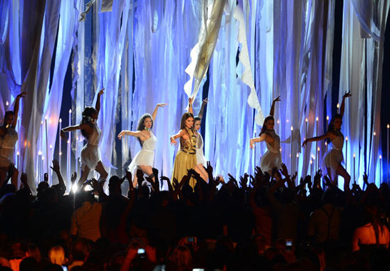 20 Pics of Selena Gomez's Sizzling Performance at Billboard Music Awards -10